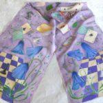 """Батик шарф """"Алиса в стране чудес"""" в светло-сиреневой цветовой гамме. Шелковый шарф ручной работы."""