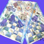 """Батик шарф """"Алиса в стране чудес"""" в белой цветовой гамме. Шелковый шарф ручной работы."""