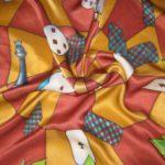 """Платок батик """"Алиса в стране чудес"""" в красных тонах. Шелковый платок ручной работы."""