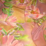 Батик шарф «Нежный шиповник». Шелковый шарф ручной работы.