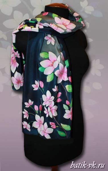 Батик шарф «Сакура на темном». Шелковый шарф ручной работы.