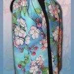 Батик шарф «Цветущая яблоня». Шелковый шарф ручной работы.