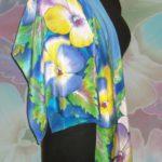 Батик платок «Яркая ночь» (Анютины глазки). Шелковый платок ручной работы.