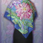 Батик платок «Георгины в ночи». Шелковый платок ручной работы.