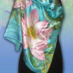 Батик платок «Лотосы». Шелковый платок ручной работы.