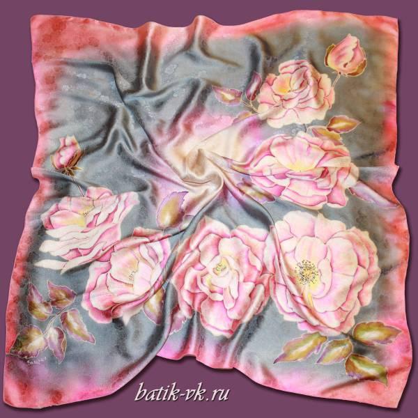 Батик платок «Чайные розы на сером». Шелковый платок ручной работы.